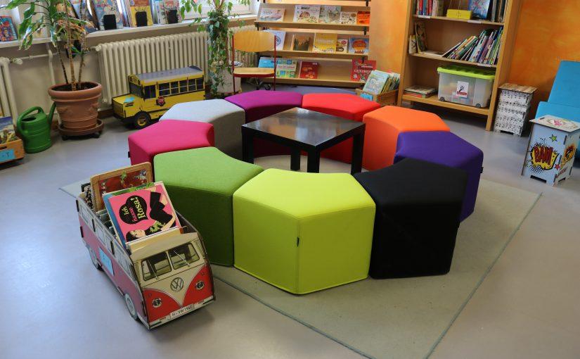 Neue Sitzgelegenheiten für die Bücherei